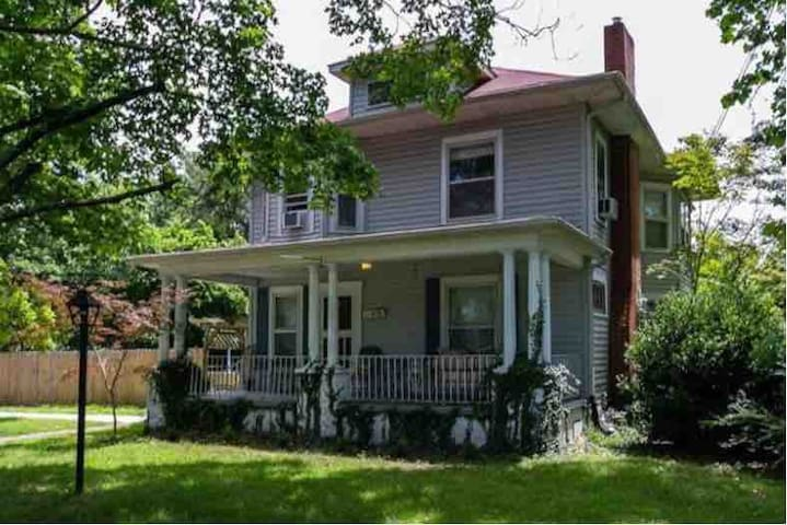 Historic 1906 American Foursquare near Downtown