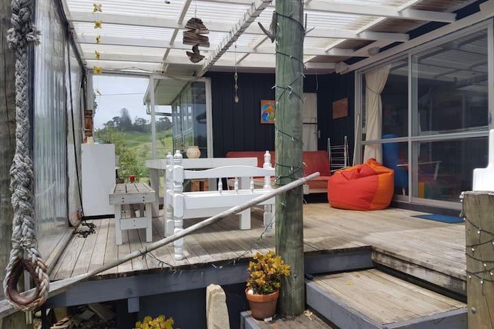 Quintessential Kiwi Bach, Stunning Port-Waikato! - Port Waikato - House