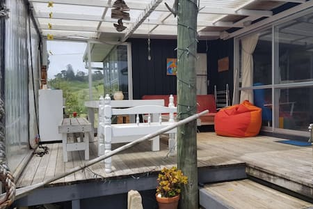 Quintessential Kiwi Bach, Stunning Port-Waikato! - Port Waikato - Rumah