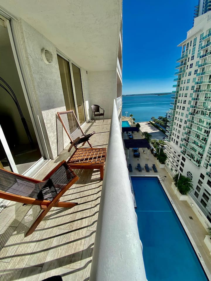 LUXURIOUS CONDO @ Brickell w POOL and Free Parking