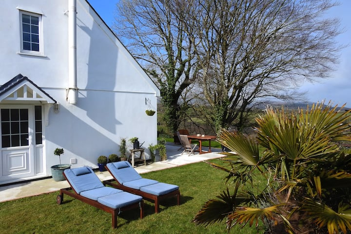 Outstanding  moorland views & 20 mins to Looe