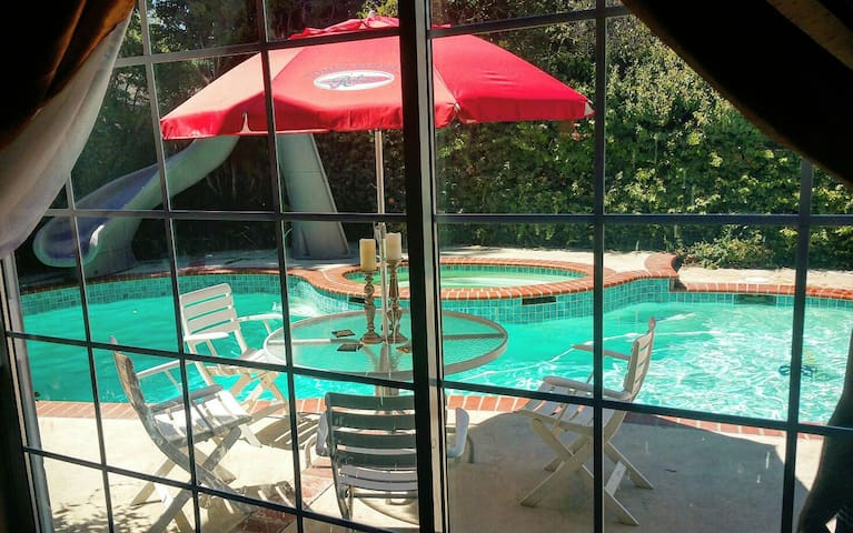 Private Poolside Guest House in Santa Clarita - Santa Clarita - Dom