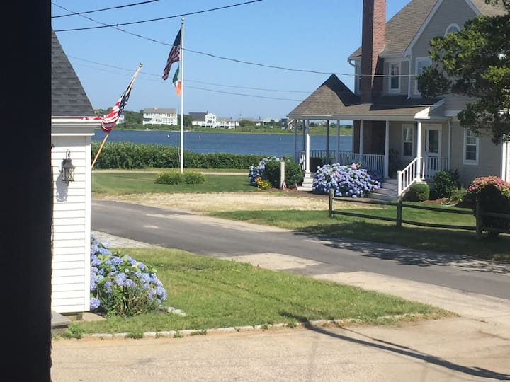FALMOUTH: Authentic cape cod cottage Private room