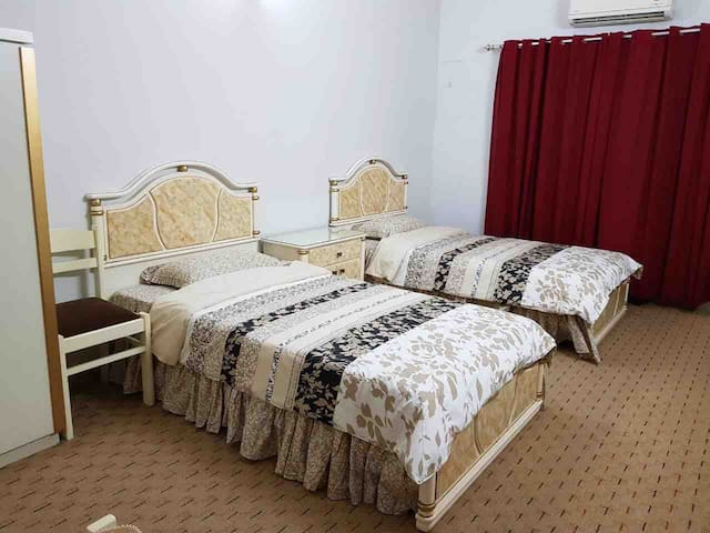 Accommodation in Gulshan-e-Iqbal near Stadium