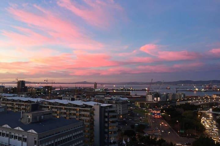 City centre apartment with magnificent sea views - Le Cap - Appartement