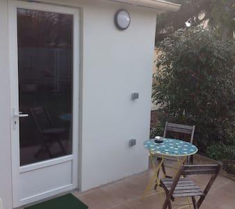 studio indépendant dans un jardin - Сен-Мор-де-Фоссе