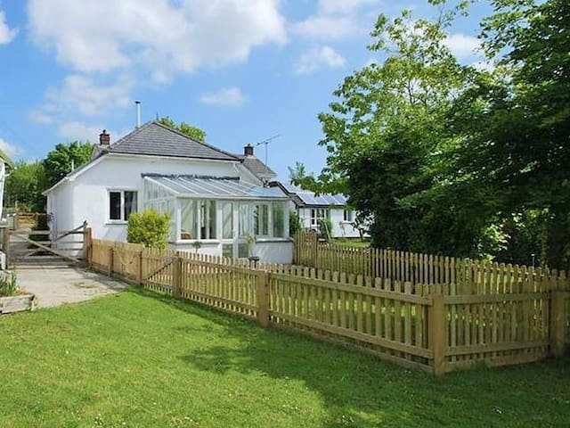 Spacious bungalow between Dartmoor & Cornish coast