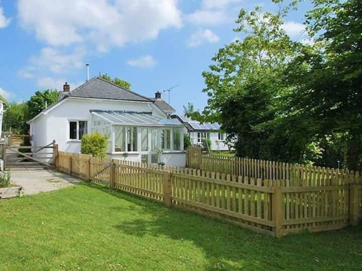 Spacious bungalow in rural NW Devon, late checkout