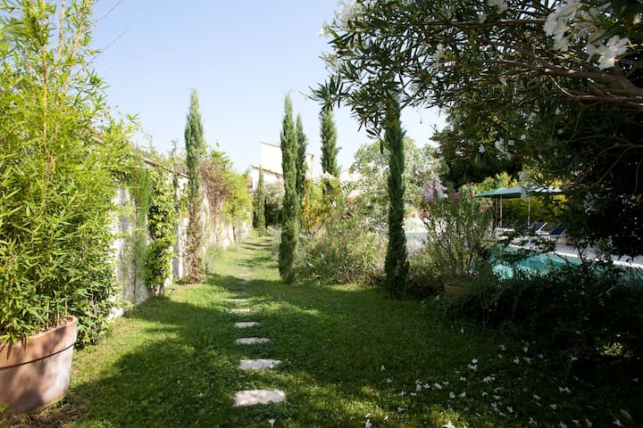 Alpilles Bed and Breakfast.... Green Room