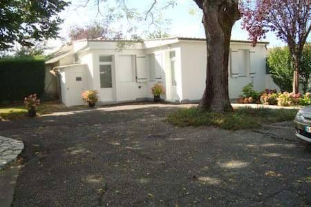Agréable petite maison dans la vallée du Lot. - Monsempron-Libos - Hus