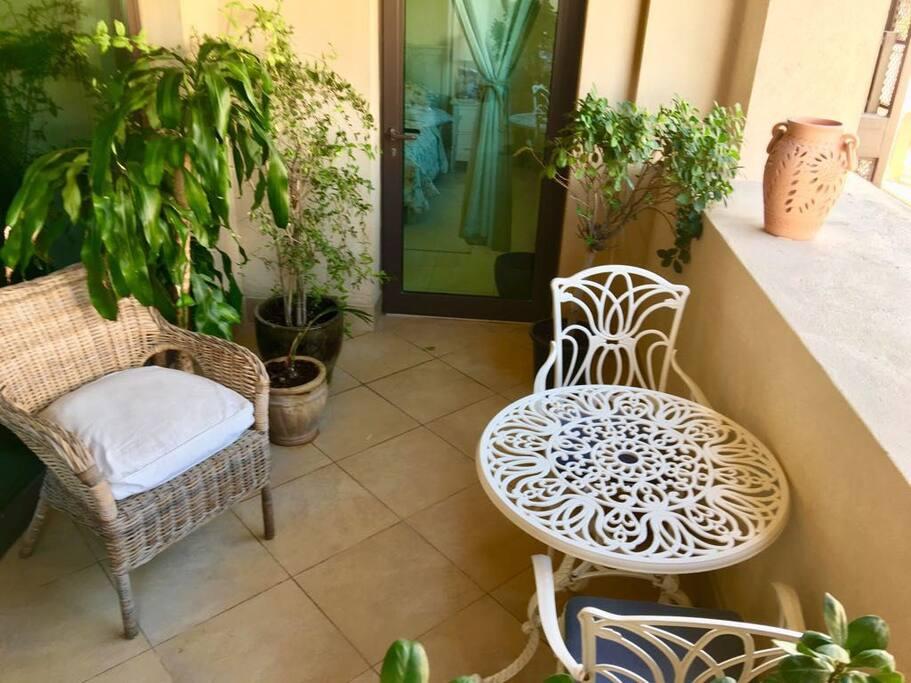 Balcony (half)