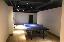 别墅地下室的乒乓球台