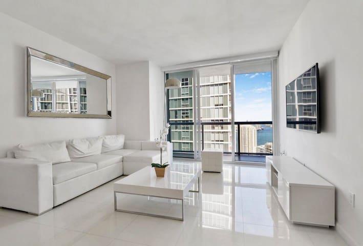 Icon High Floor Modern Apartment