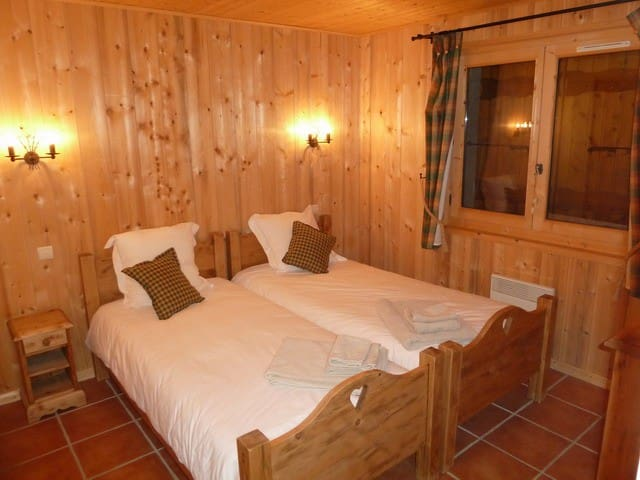 Bed and breakfast in Morzine, bedroom for 2