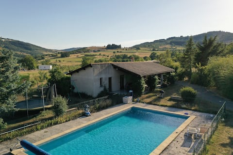 Detached house with pool, pétanque.