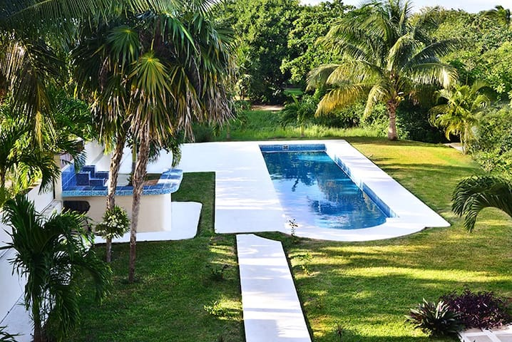 Bonito departamento con vista a la piscina