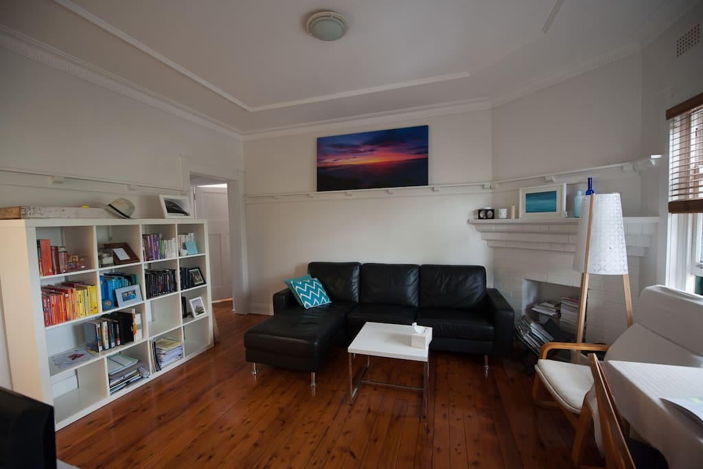The living room - enjoy the leather sofa. Feel free to read the books or watch TV.