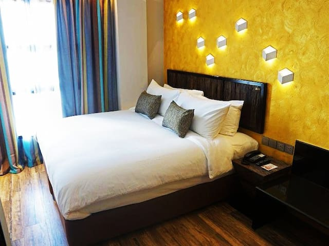looking for quiet place to stay in the city ?