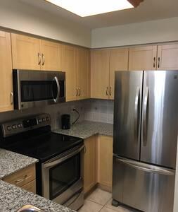 Luxury Apartment in Suburb Toronto - 沃恩(Vaughan) - 公寓