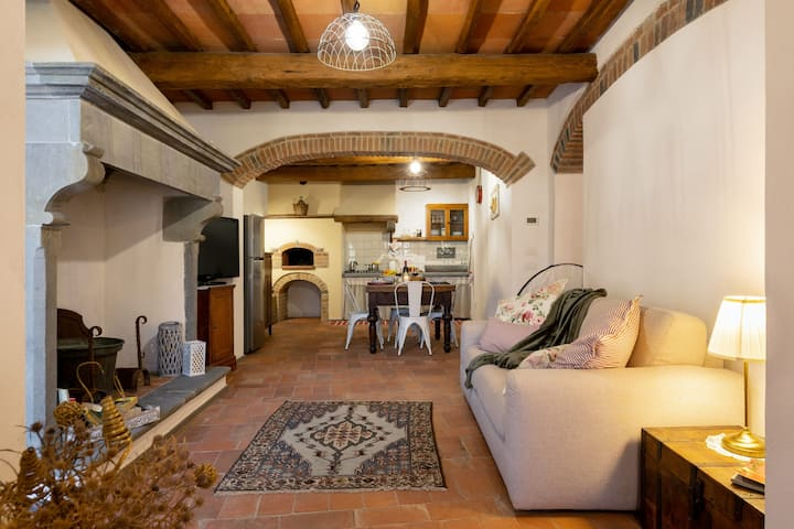 La Loggia di Borgo Ai Castagni, apartment in a countryhouse immersed in the nature of Chianti