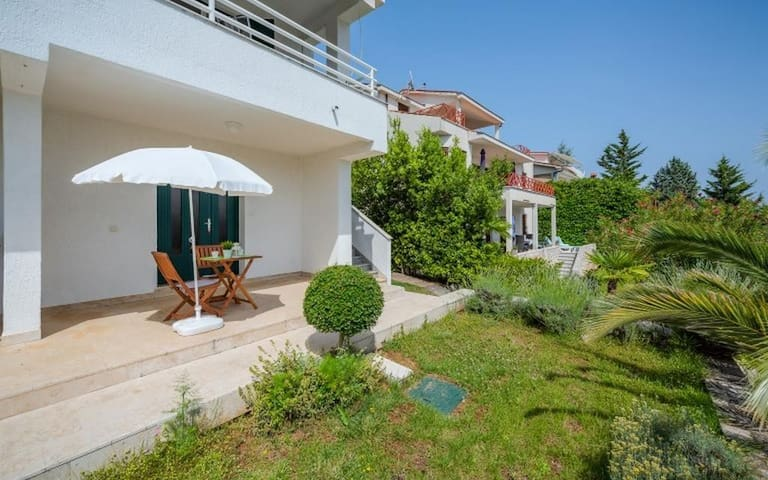 Studio flat with terrace and sea view Rabac, Labin (AS-16022-a)