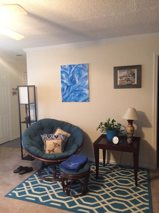 Living room area continued.
