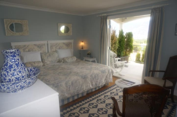 The Spare Room Bed & Breakfast by Elevate Rooms - The Pinot Gris Room