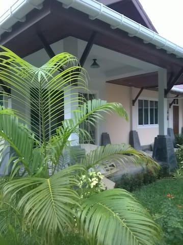 Holiday Cottage close to sea (L1) - ko lanta - Rumah