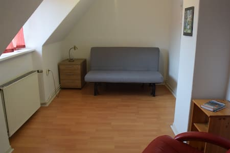 Room in small house with garden - Schönkirchen - ทาวน์เฮาส์