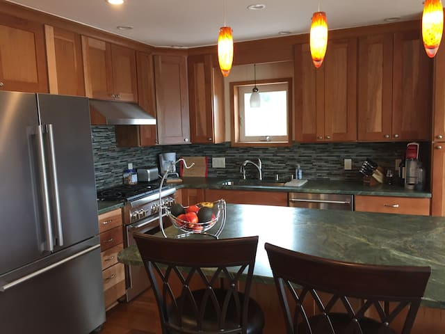 Red Salmon Bed and Breakfast - Luxury Suite - Anchorage