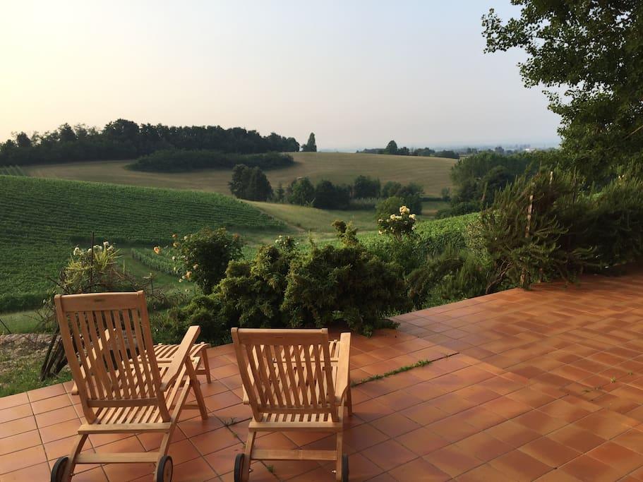 Terrazza e giardino lato est