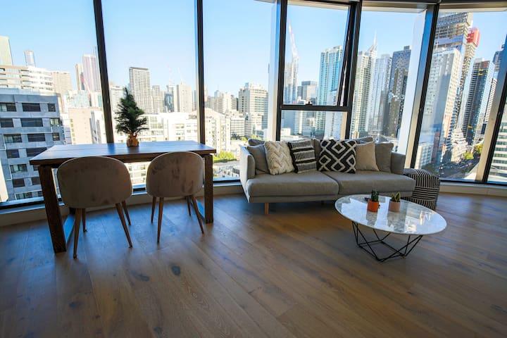 Melbourne E Tower with city view &car park
