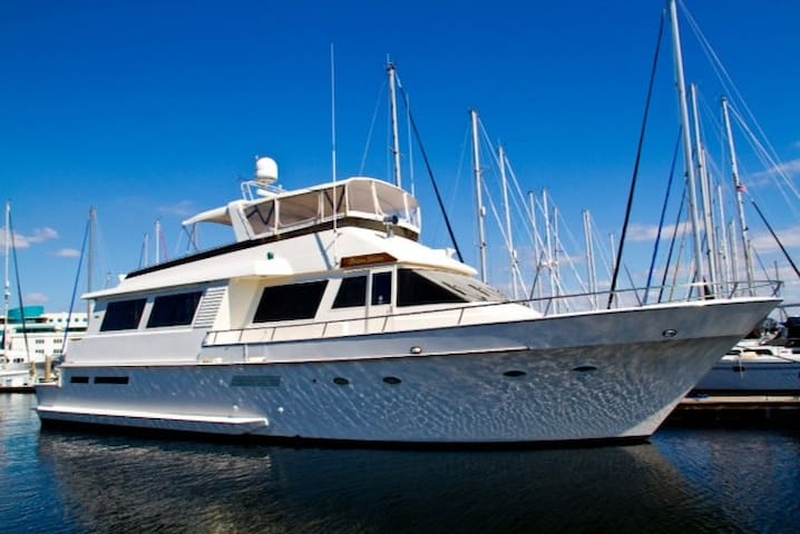 Experience The Yachting Lifestyle!