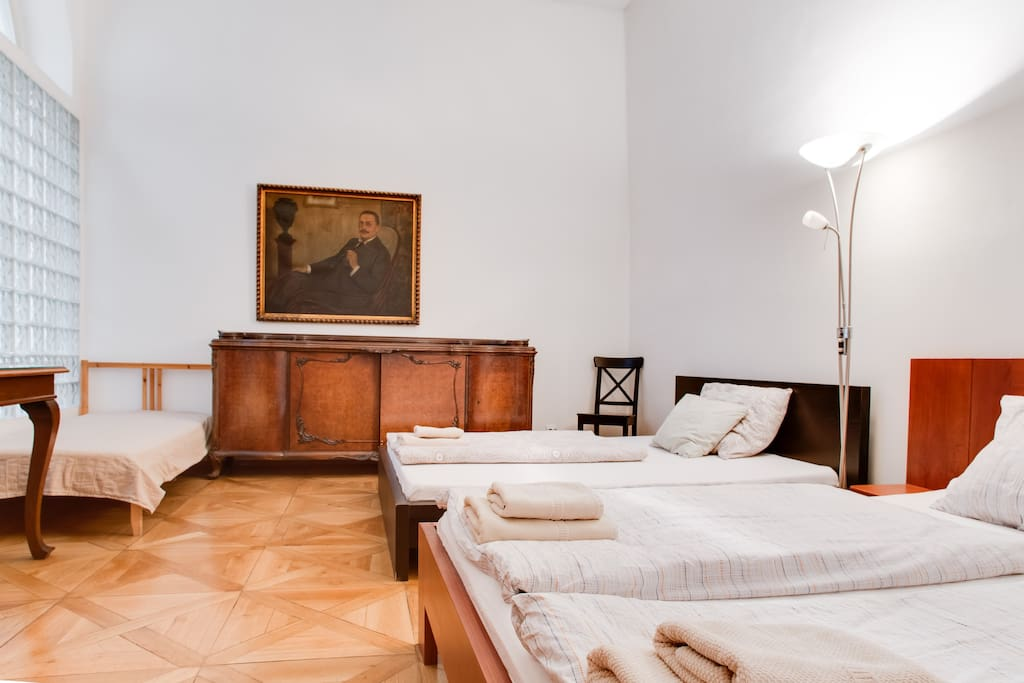 Bedroom nr. 2 can welcome up to five guests. There are two king-size beds and one single at your disposal.