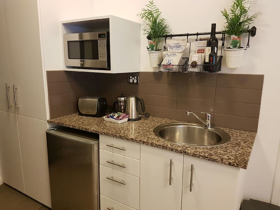 Equipped  kitchenette  if you like to do things your way