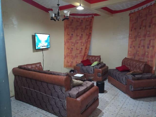Chambres privées, Salon partagé et Wi-fi à Bukavu