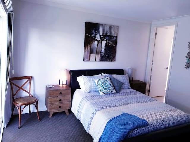 After a day on the Great Ocean Road  relax have a shower & chill out, before you head into town for some amazing food.