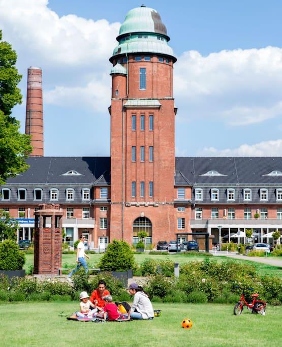 das Wasserturmpalais beherbergt jetzt ein Sport- und Wellnesseinrichtung sowie einen Biergarten