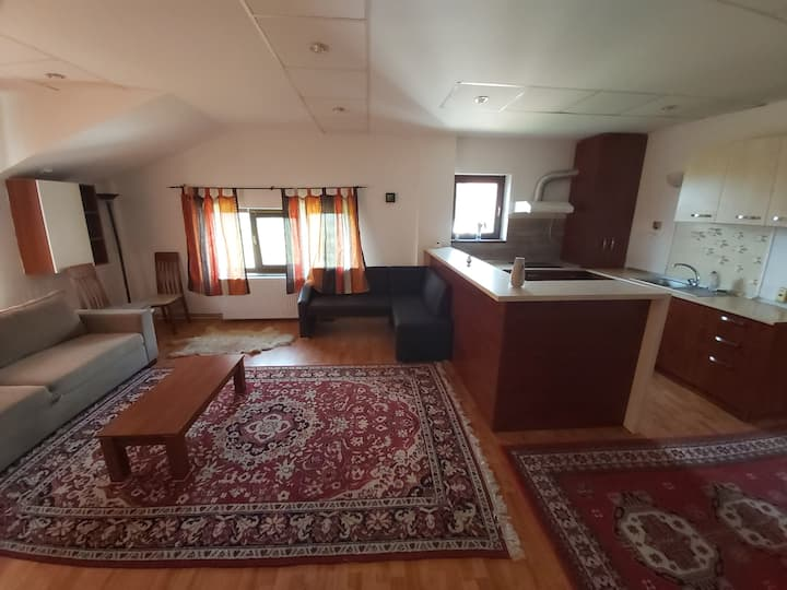 Villa Apartment 5 min drive from Center &  Airport