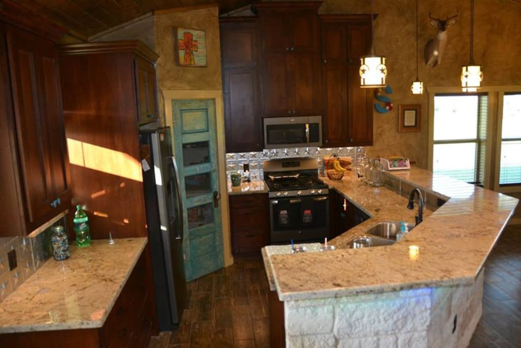 Well designed kitchen with all of the amenities!