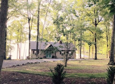 Lake living at Mo Fun Cottage Logan Martin