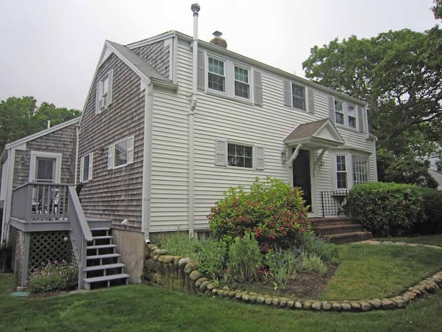 Pet Friendly- Minutes to Colonial Acres Beach
