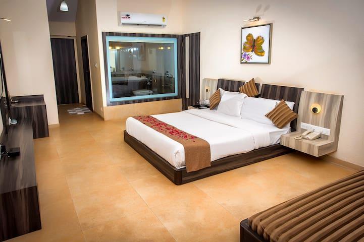 Regency stay in a beautiful estate - Matheran - Hotel butikowy