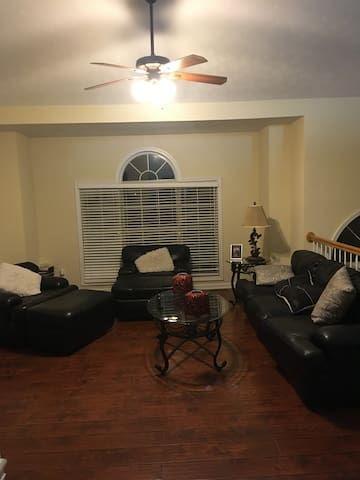 3 miles from Infinite Energy Center, 3bed/2bath