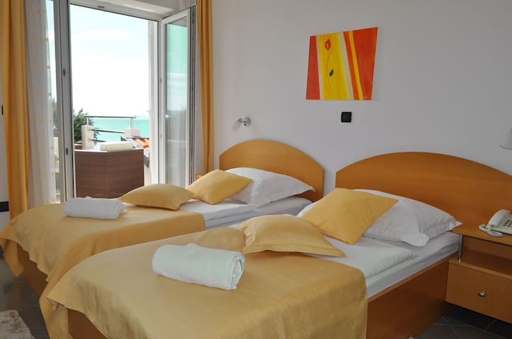 DOUBLE ROOM WITH BALCONY AND SEA VIEW - Podstrana - Bed & Breakfast