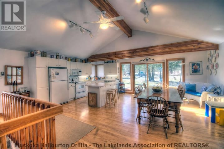 Beautiful waterfront cottage on Fairy Lake - Huntsville - Apartment
