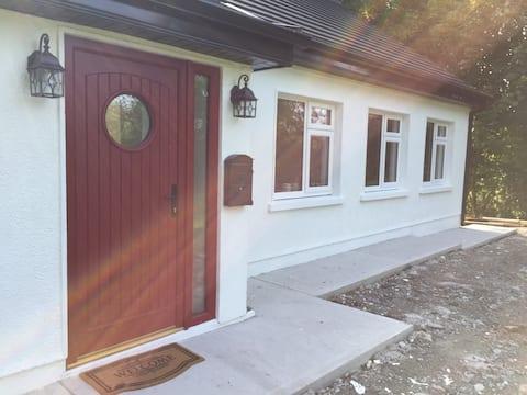 Frank's cottage (double room & light breakfast!)