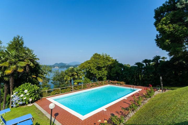 Gemütliches Appartement mit Swimmingpool in Stresa Italien
