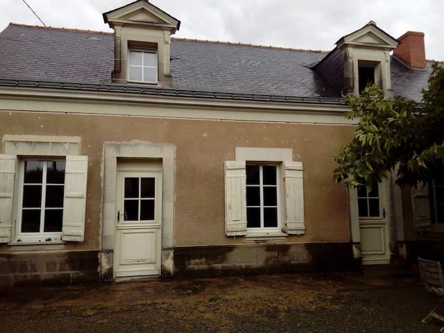 Chambre privée dans corps de ferme proche Loire