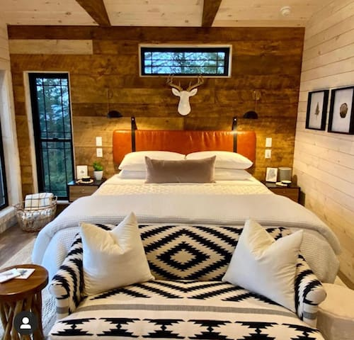 Spectacular Romantic Mountain Cliff Cabin
